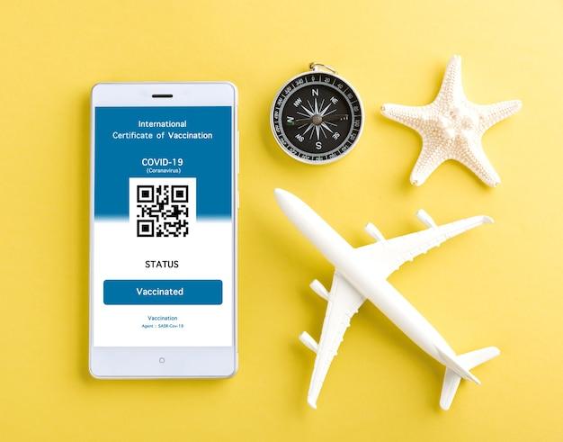Modellflugzeug und immunitätspass werden auf dem smartphone beantragt