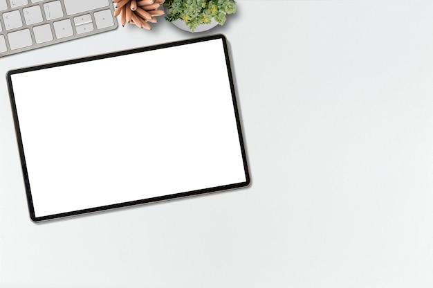 Modellschreibtisch mit tablette des leeren bildschirms, kopienraum für porduct anzeige.