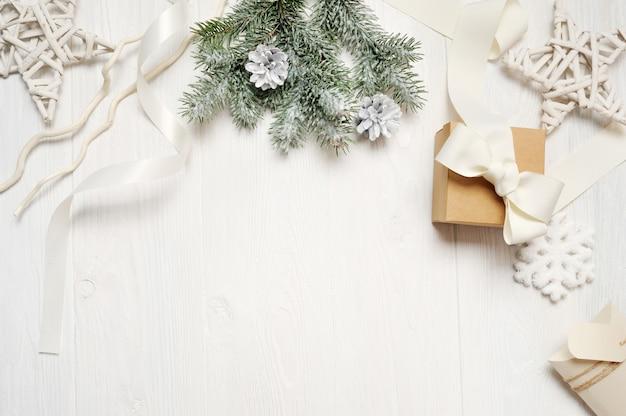 Modellweihnachten oder rahmenzusammensetzung des neuen jahres mit raum für ihren text