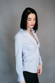 Modeporträt der schönen jungen frau