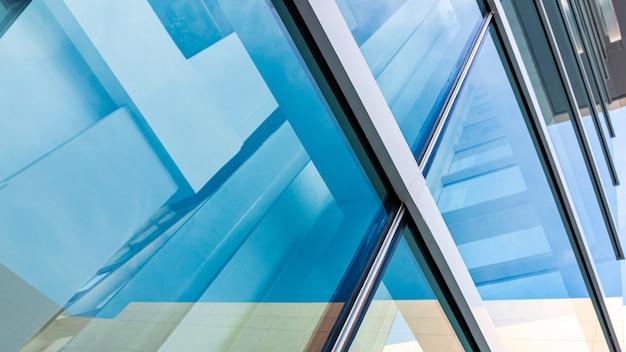 Moderne architektur, blaugrünes glas, stahlkonstruktion modernität, stärke und professionalität
