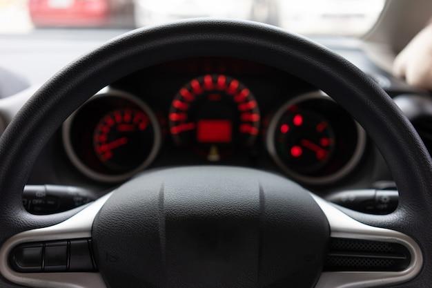 Moderne automobilsteuerung des modernen armaturenbretts belichtet
