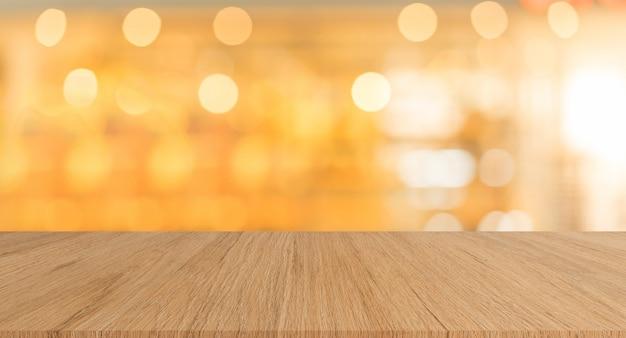 Moderne braune hölzerne tischplatte mit unscharfem hintergrund der hellen farbe des restaurantbarcafés