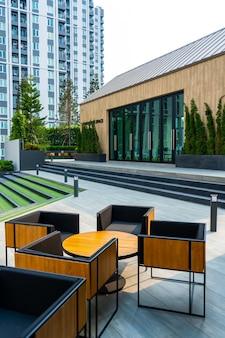 Moderne gepflegte eigentumswohnung innenhof. laksheri ist ein mehrstöckiges wohngebäude