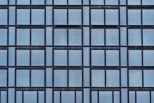 Moderne glasgebäude-architektur. modernes gebäude mit strukturellen linien