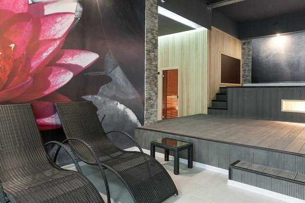 Moderne innenräume spa-komplex und sauna und massage