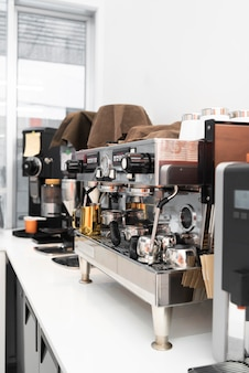 Moderne kaffeemaschine im café