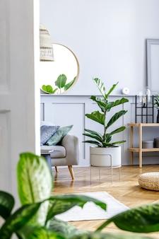 Moderne komposition des wohnzimmerinterieurs mit stilvollen möbeln, dekoration, teppich, pendelleuchte, pflanzen, regal und eleganten persönlichen accessoires in design-wohnkultur.