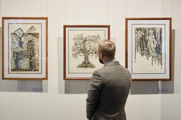 Moderne kunst in der galerie