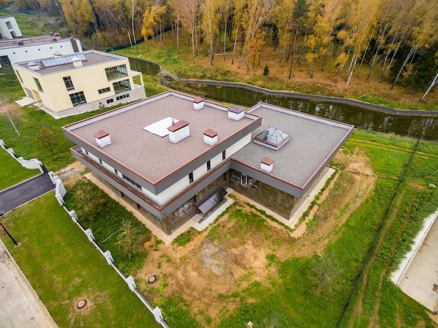 Moderne landhäuser im bau