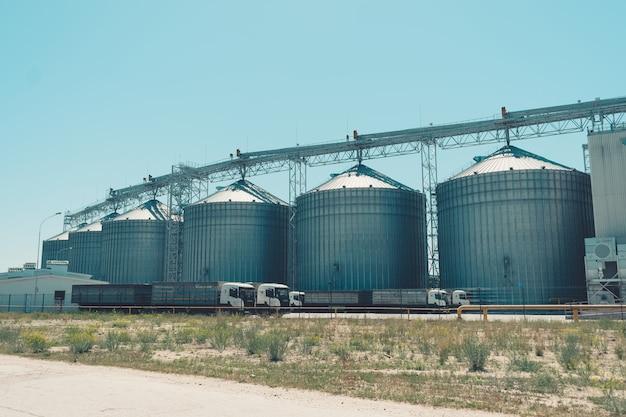 Moderne landwirtschaftliche silos