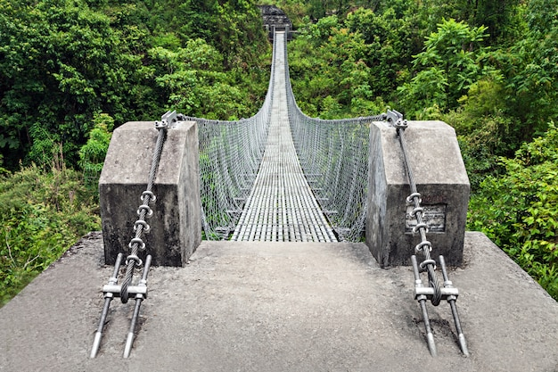 Moderne metallbrücke