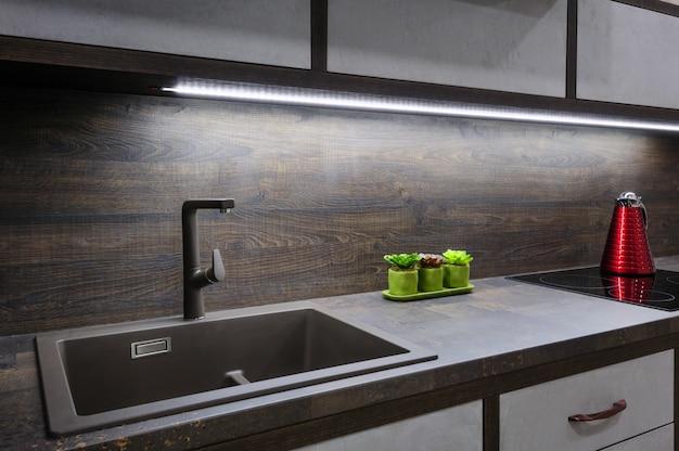 Moderne, moderne bkrown-küche