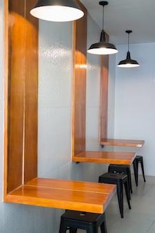Moderne möbel in der indy kaffeestube