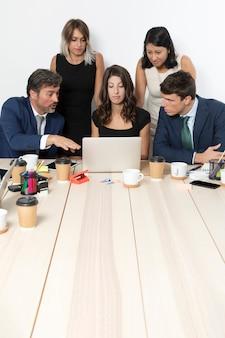 Moderne profis arbeiten zusammen