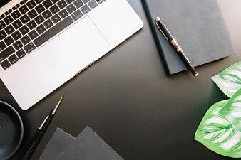 Moderne Schreibtischzusammensetzung