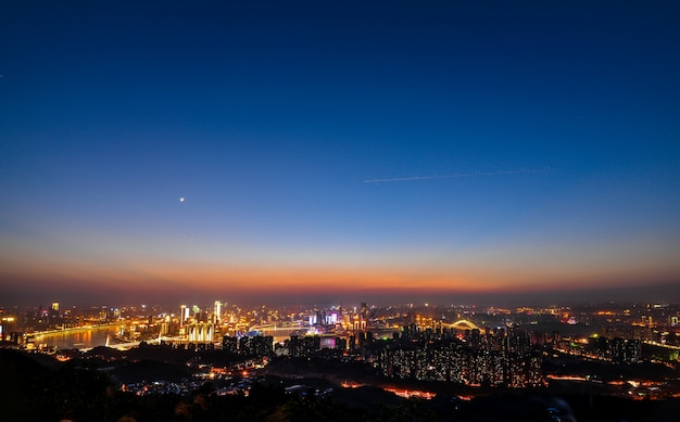 Moderne stadt nachts