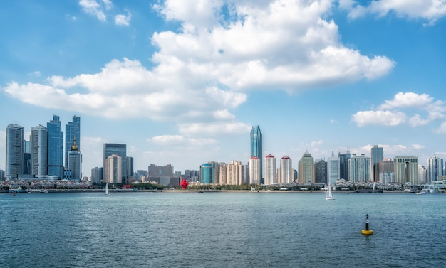 Moderne stadtlandschaftsskyline von qingdao, china