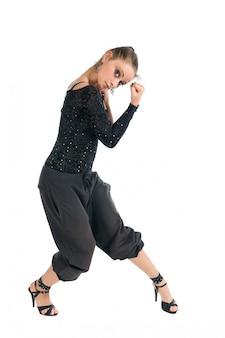 Moderne tänzerin mit hohen absätzen