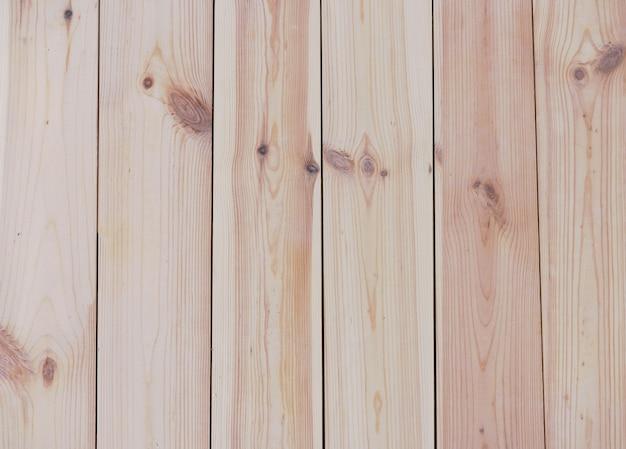 Moderne umweltfreundliche baumaterialien - hintergrund von den kiefernfußbodenbrettern abgetönt mit öl