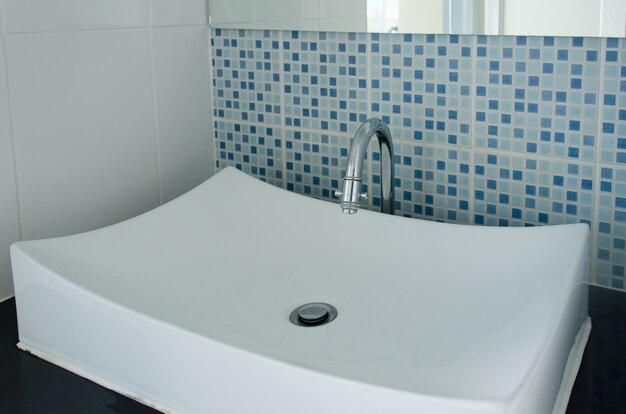 Moderne weiße waschbecken