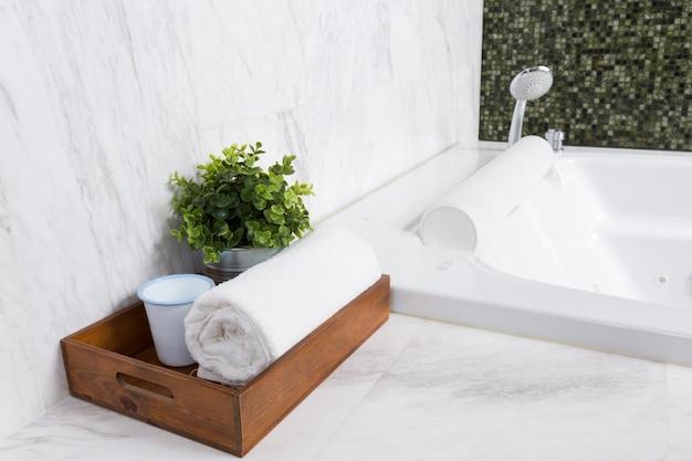 Moderne whirlpool-badewanne
