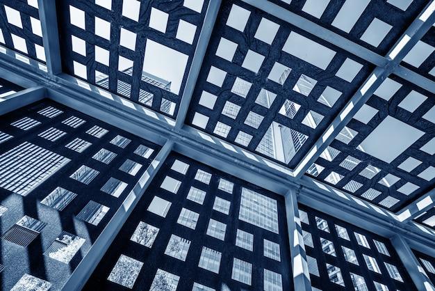 Moderne wolkenkratzer im geschäftsviertel, guiyang, china.