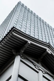 Moderne wolkenkratzer im geschäftsviertel von japan