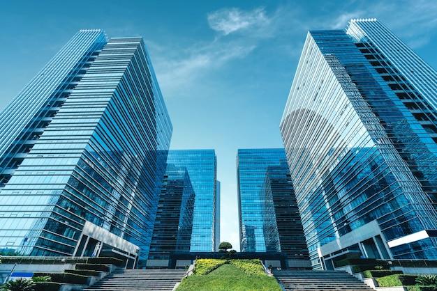 Moderne wolkenkratzer im geschäftsviertel, xiamen, china.