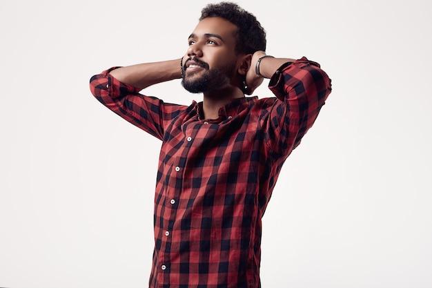 Moderner grober junger männlicher hippie des afroamerikaners