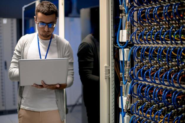 Moderner netzwerktechniker