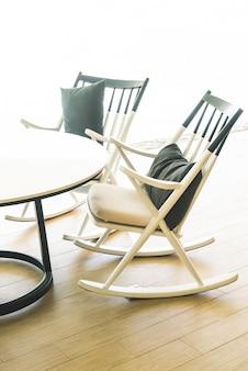 Moderner stuhl und tisch