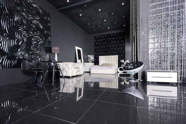 Modernes dunkles luxuriöses schwarzes interieur mit weißen schicken möbeln