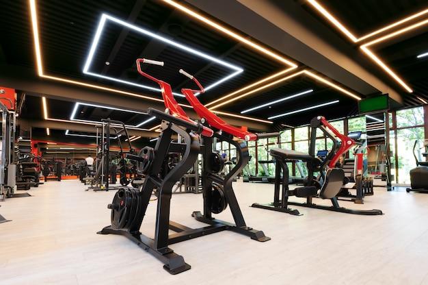 Modernes fitnessstudio interieur