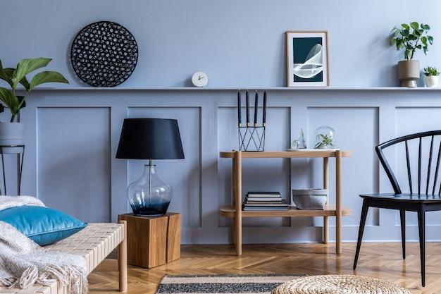 Modernes interieur mit design-konsolen-mock-up-posterrahmen und eleganten persönlichen accessoires