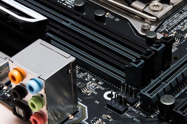 Modernes motherboard zum aufbau eines leistungsstarken computers
