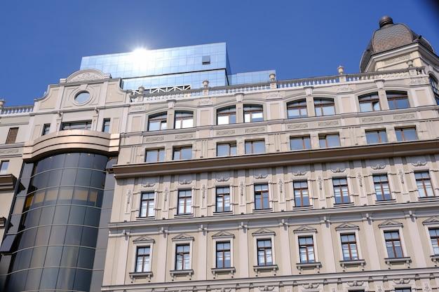 Modernes schönes bürogebäude in kiew