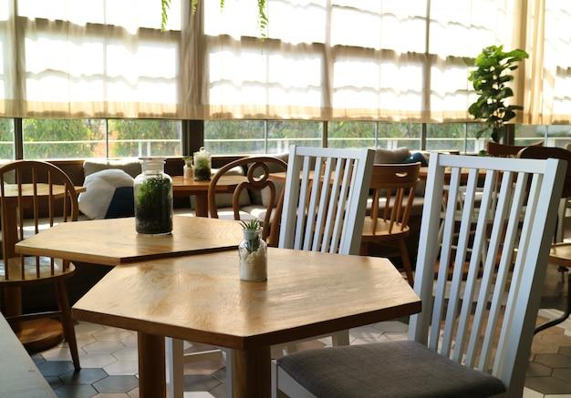 Modernes und einfaches interieur einer entspannenden ecke