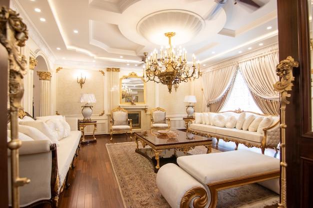 Modernes und luxuriöses wohnzimmer
