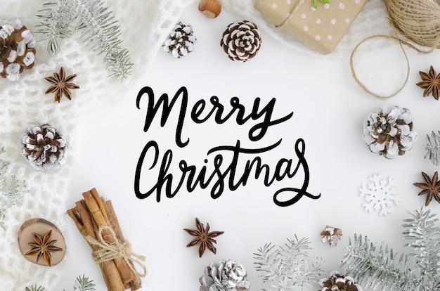Modische handbeschriftungsgrußkarte frohe weihnachten auf weißem hintergrund