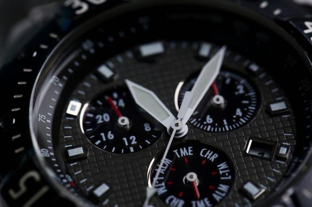 Modische moderne armbanduhr