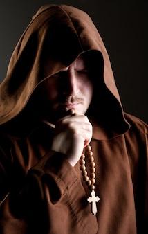 Mönch im schatten