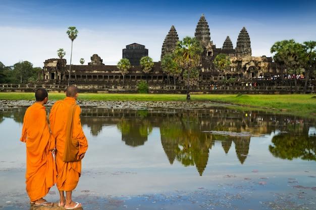 Mönche im buddhismus in angkor wat