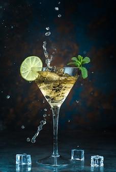 Mojito-cocktail im glas