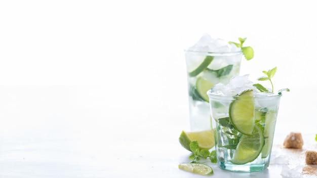 Mojito cocktail. sommergetränk für partys.