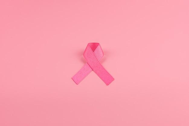 Monat des bewusstseins für brustkrebs, pink ribbon zur unterstützung von menschen, die leben und krank sind. gesundheitswesen, internationaler frauentag und weltkrebstag-konzept