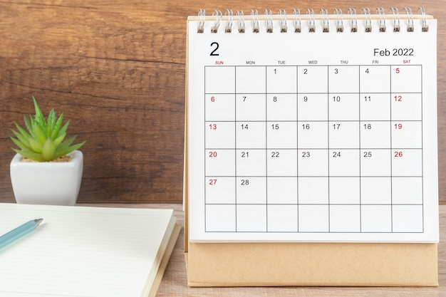 Monat februar, kalendertisch 2022 für organisatoren zur planung und erinnerung auf den tisch. geschäftsplanungstermin-meeting-konzept