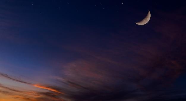 Mond dunkelblaue dämmerung