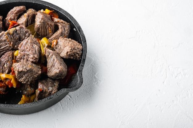 Mongolische rindfleischstücke in sojasauce gedünstet