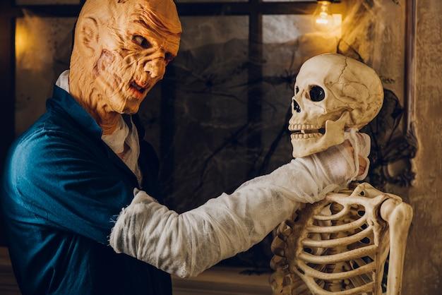 Monster ersticken skelett